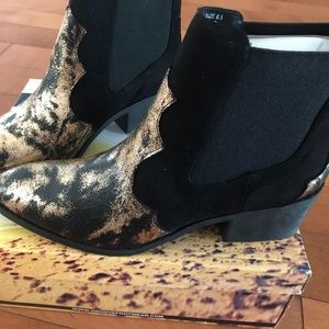 Groove Black and Bronze western ankle boots